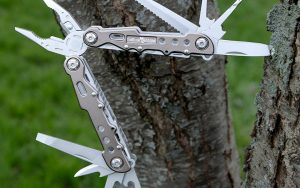 multi tools for backpacking